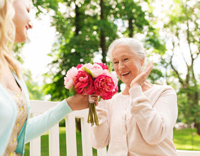 5 Ways to Enjoy Mother's Day with Your Senior Mom in Oakville, ON