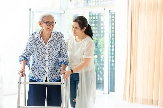Tips to Reduce the Risk of Falls for Aging Adults in Oakville, ON